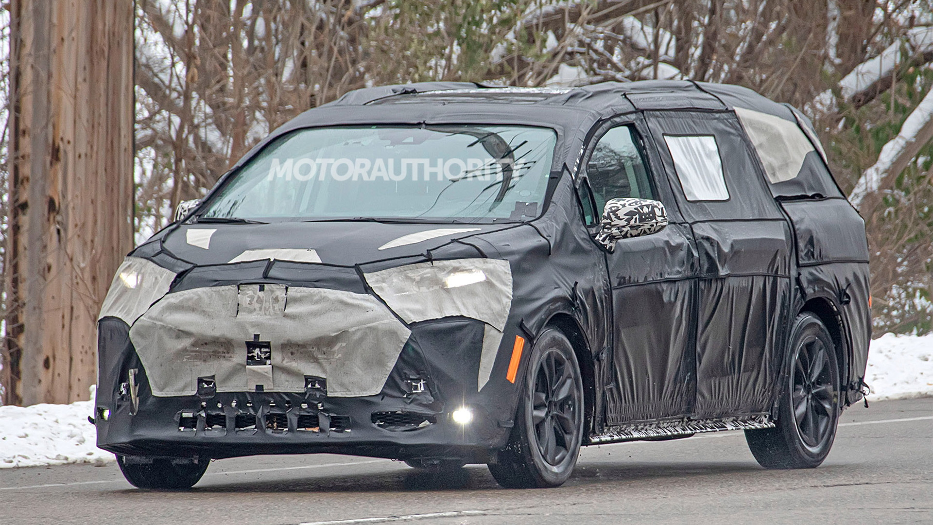 2021 Toyota Sienna spy shots - Photo credit: S. Baldauf/SB-Medien