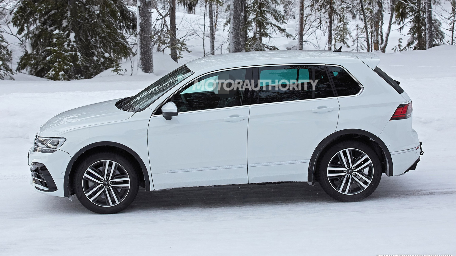 2021 Volkswagen Tiguan R spy shots - Photo credit: S. Baldauf/SB-Medien