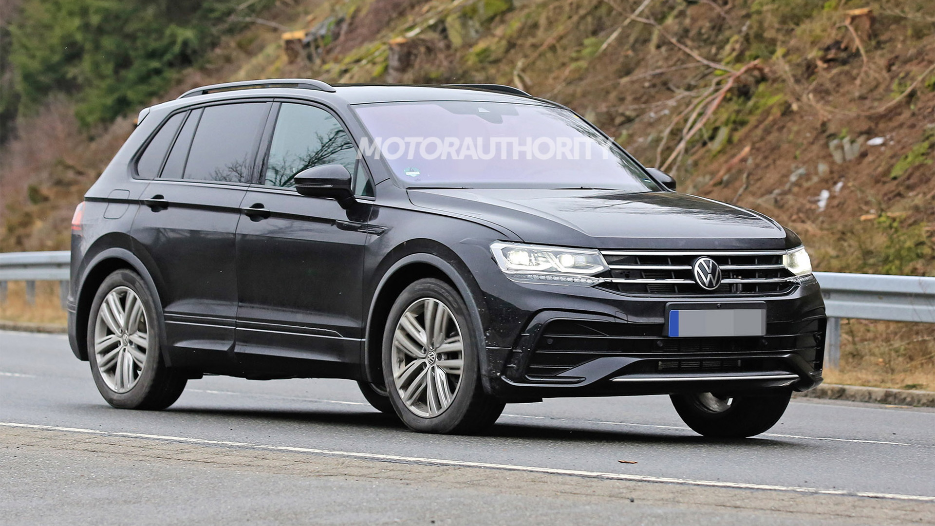 2021 Volkswagen Tiguan facelift spy shots - Photo credit: S. Baldauf/SB-Medien