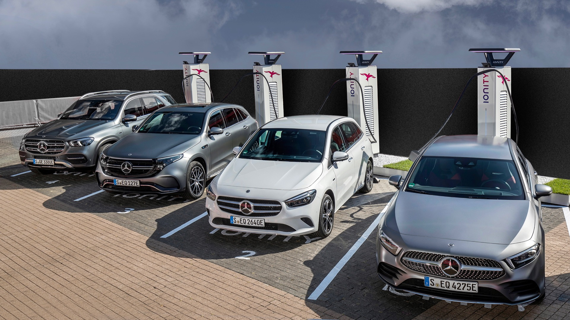 Mercedes-Benz plug-in hybrids at Ionity charging stations