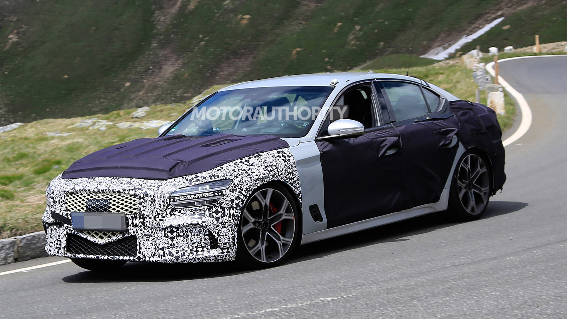 2022 Genesis G70 facelift spy shots - Photo credit: S. Baldauf/SB-Medien