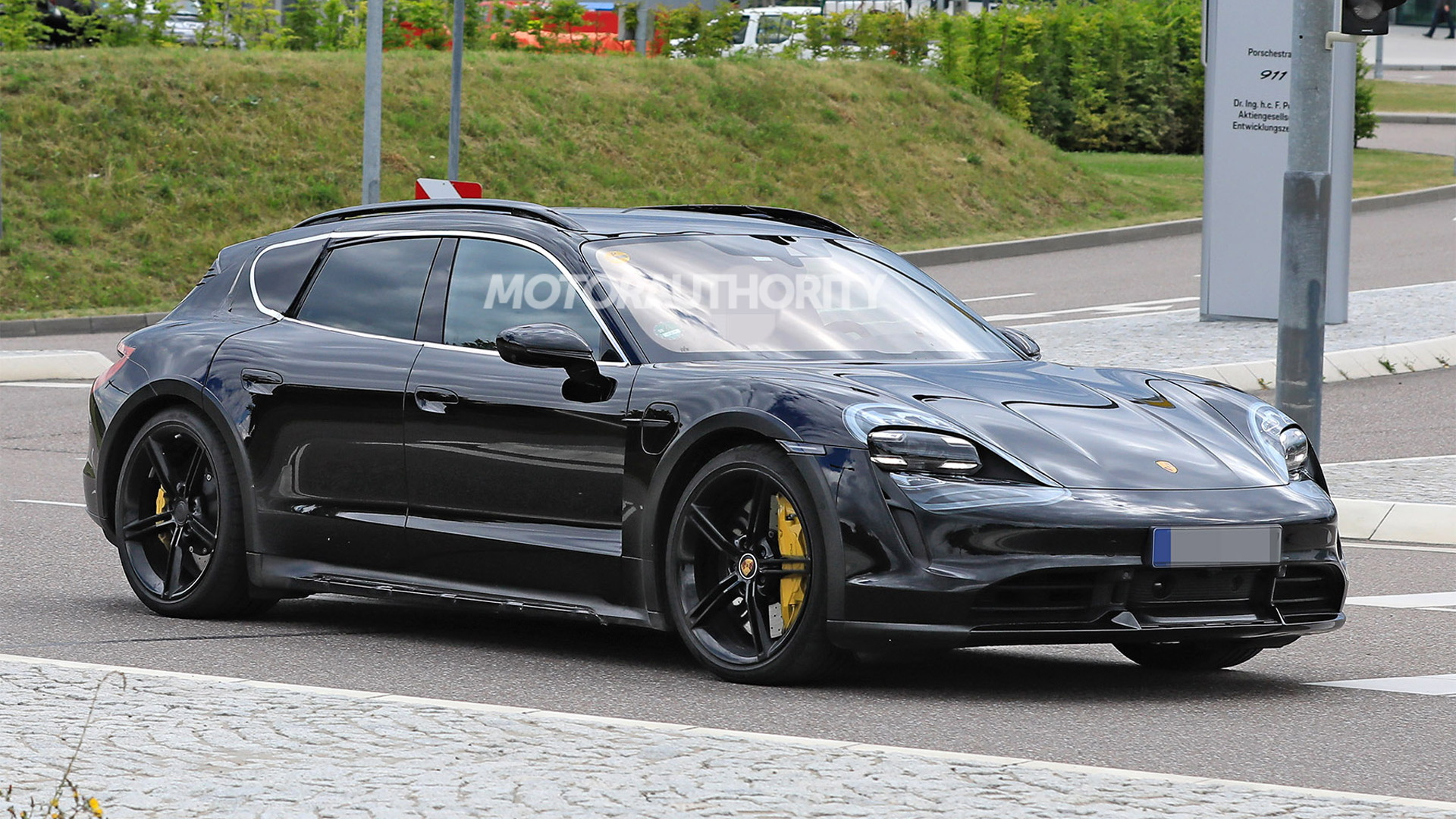 2021 Porsche Taycan Cross Turismo spy shots - Photo credit: S. Baldauf/SB-Medien