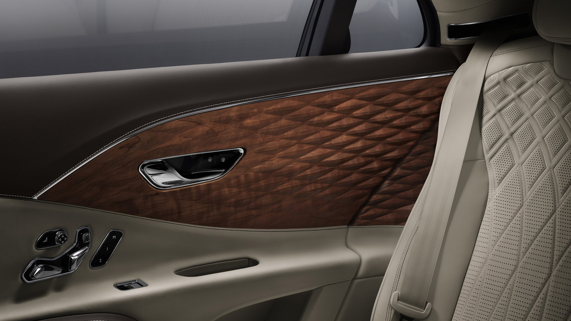 2021 Bentley Flying Spur equipped with three-dimensional wood trim