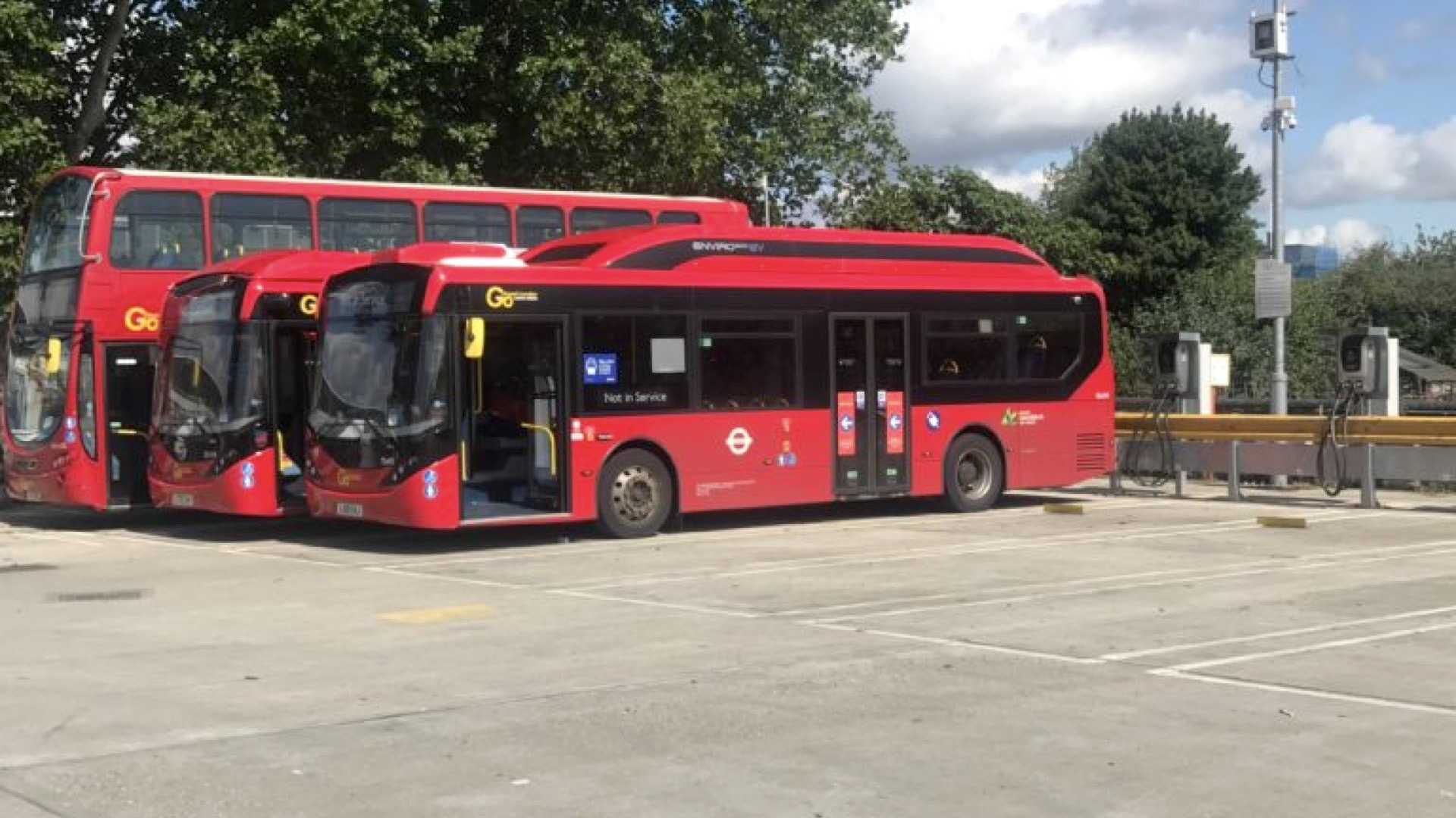 V2G trial of electric double-decker buses  -  Northumberland Park, UK