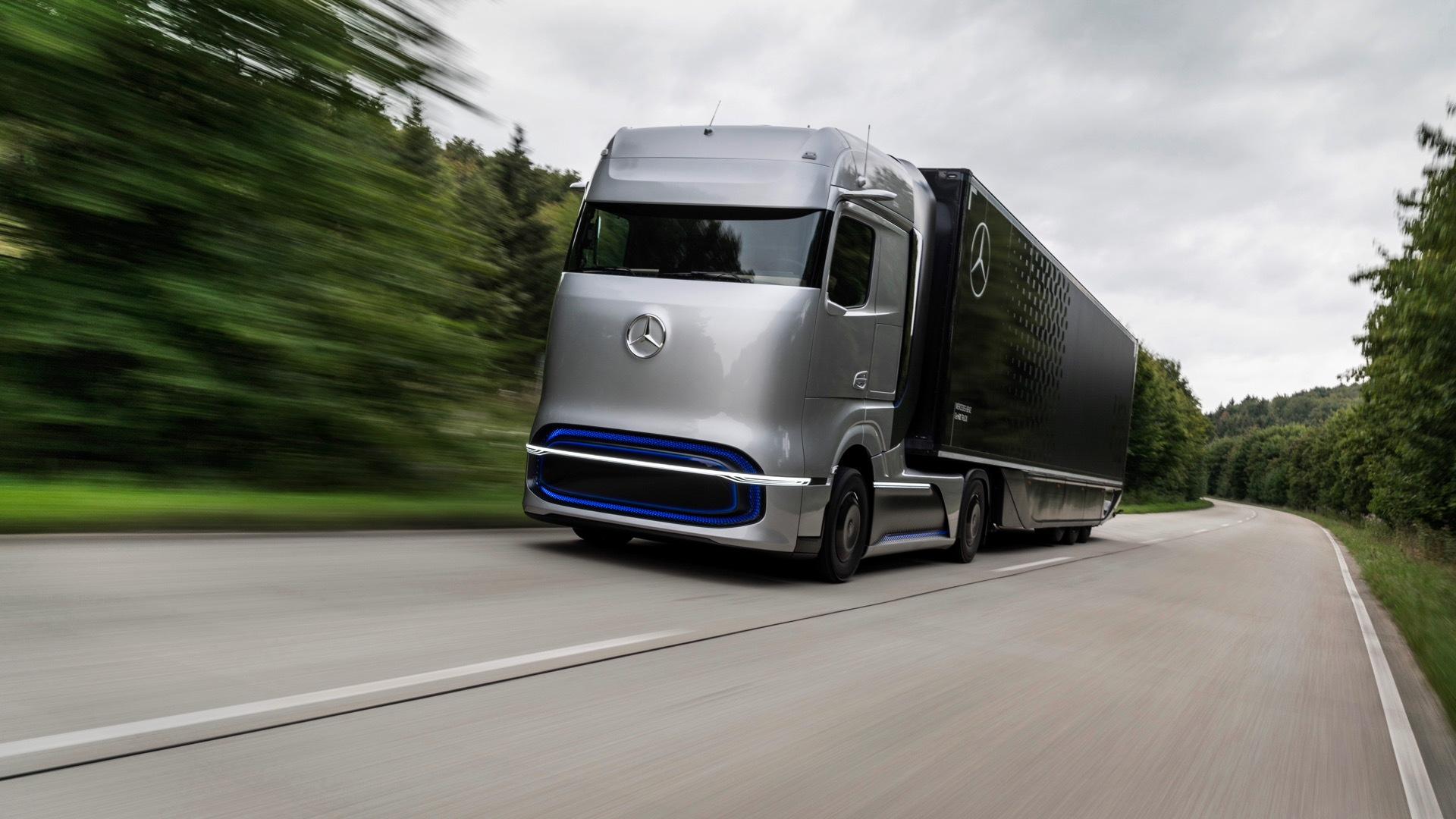 Mercedes-Benz GenH2 hydrogen fuel-cell semi truck
