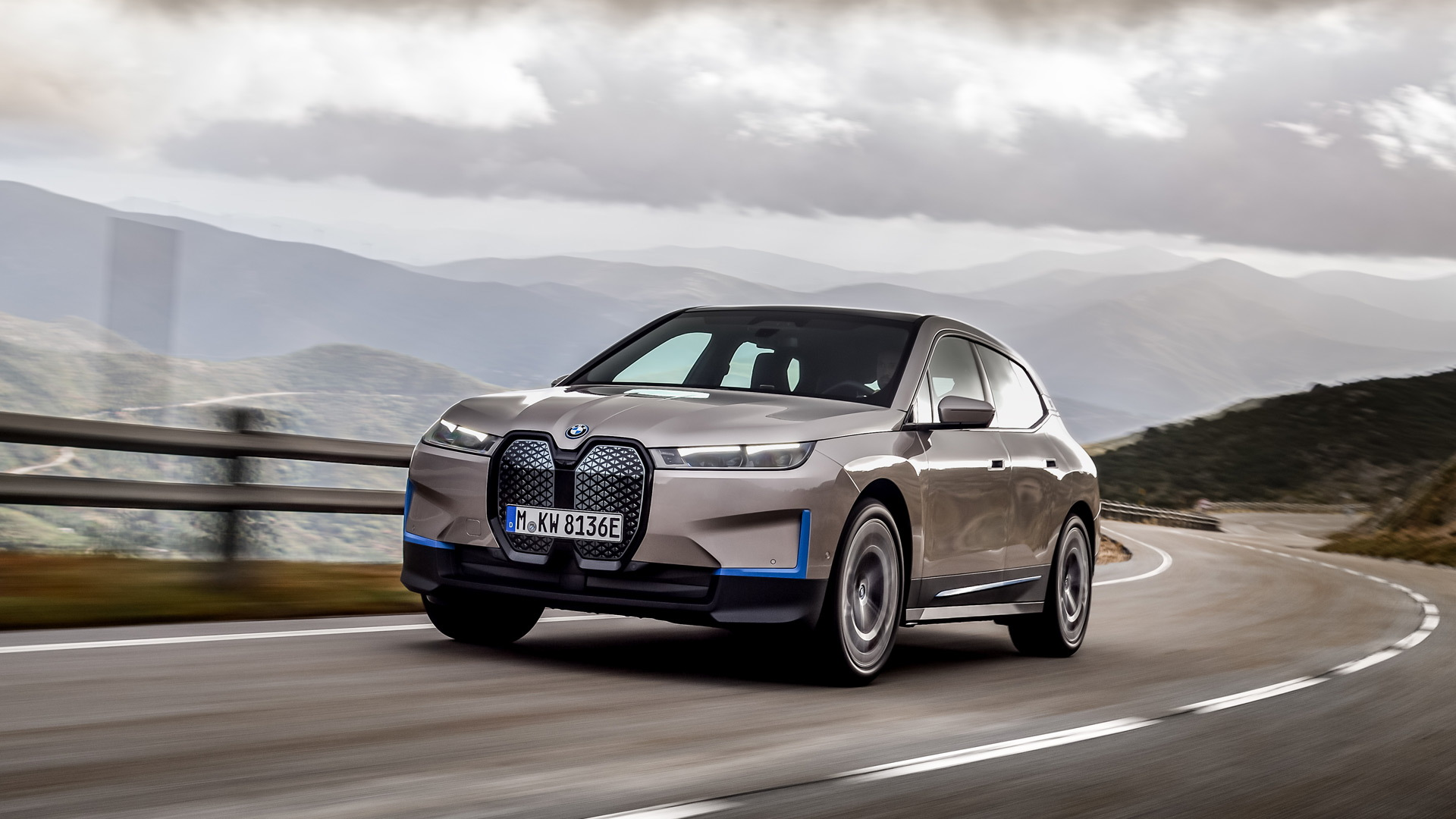 BMW's EV Flagship, 300-mile iX Makes its Debut