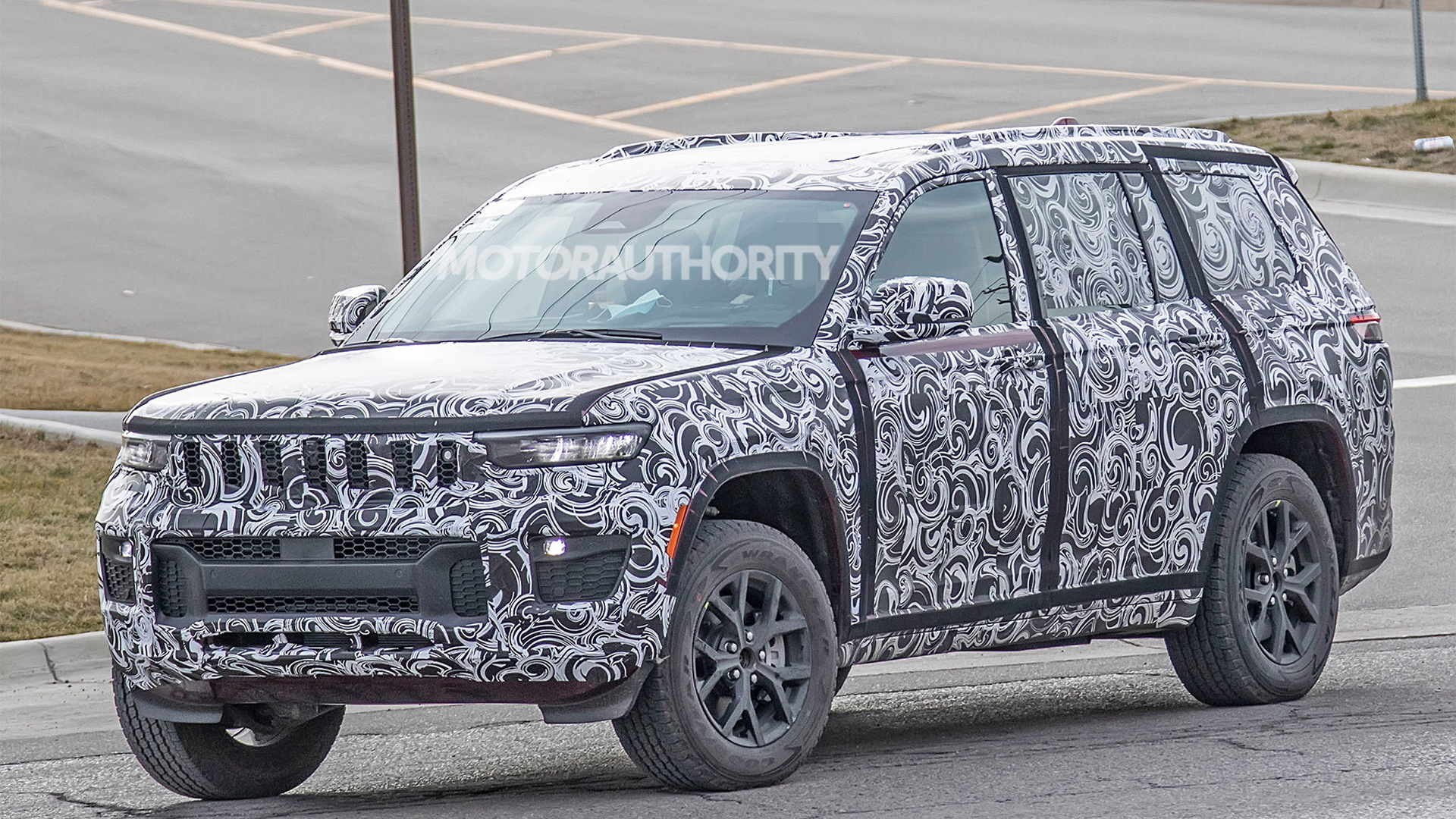 2022 Jeep Grand Cherokee spy shots - Photo credit: S. Baldauf/SB-Medien