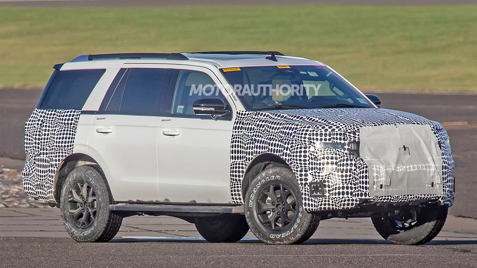 2022 Ford Expedition facelift spy shots - Photo credit: S. Baldauf/SB-Medien