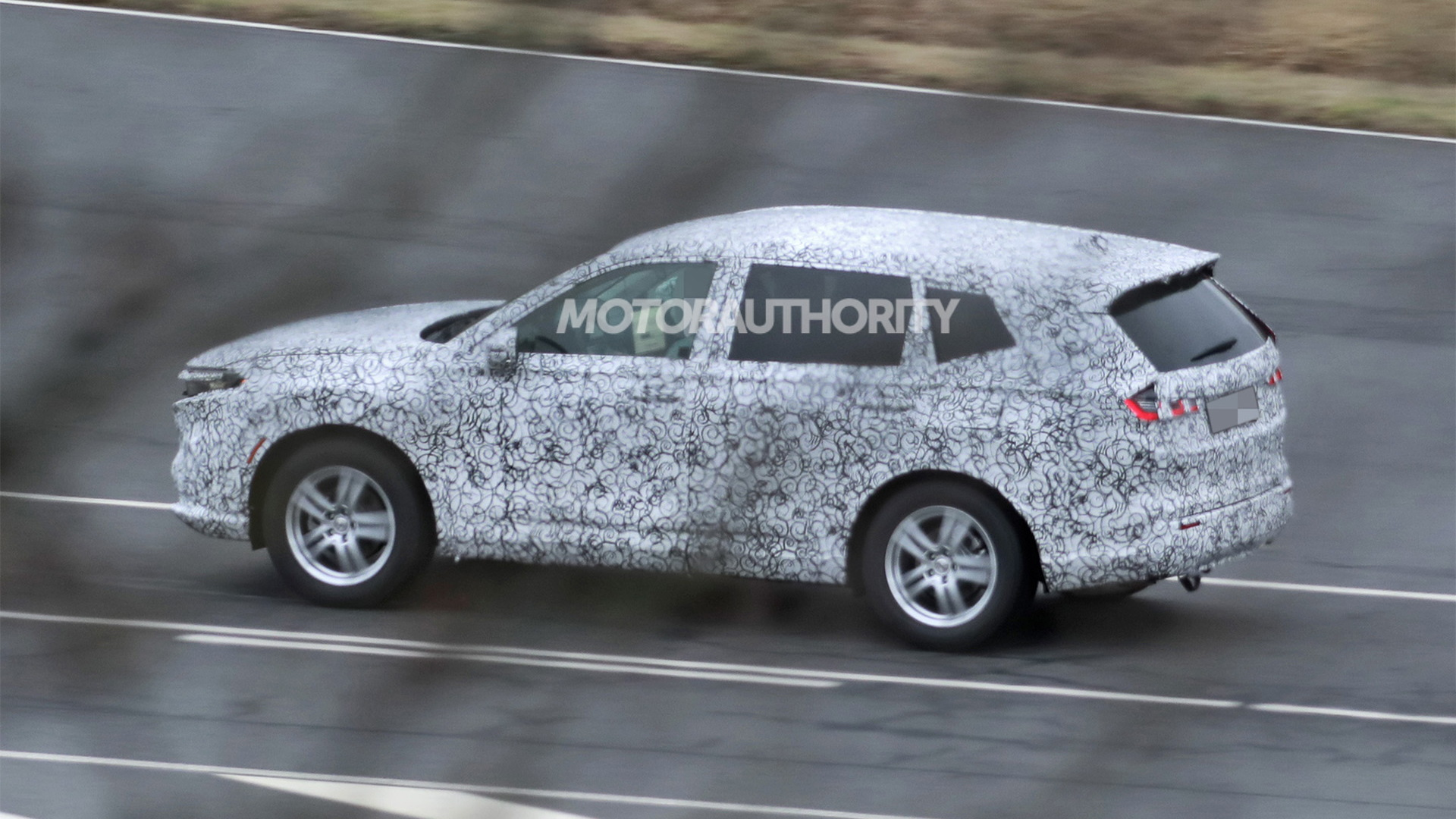 2022 Honda CR-V spy shots - Photo credit: S. Baldauf/SB-Medien