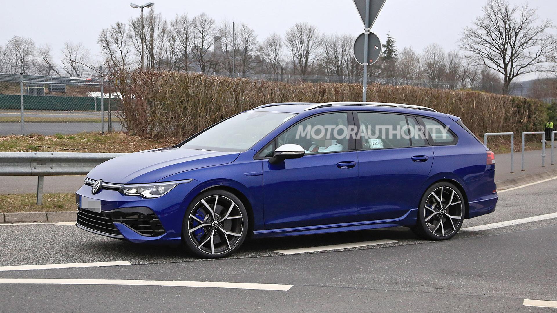 2022 Volkswagen Golf R Variant spy shots - Photo credit:S. Baldauf/SB-Medien