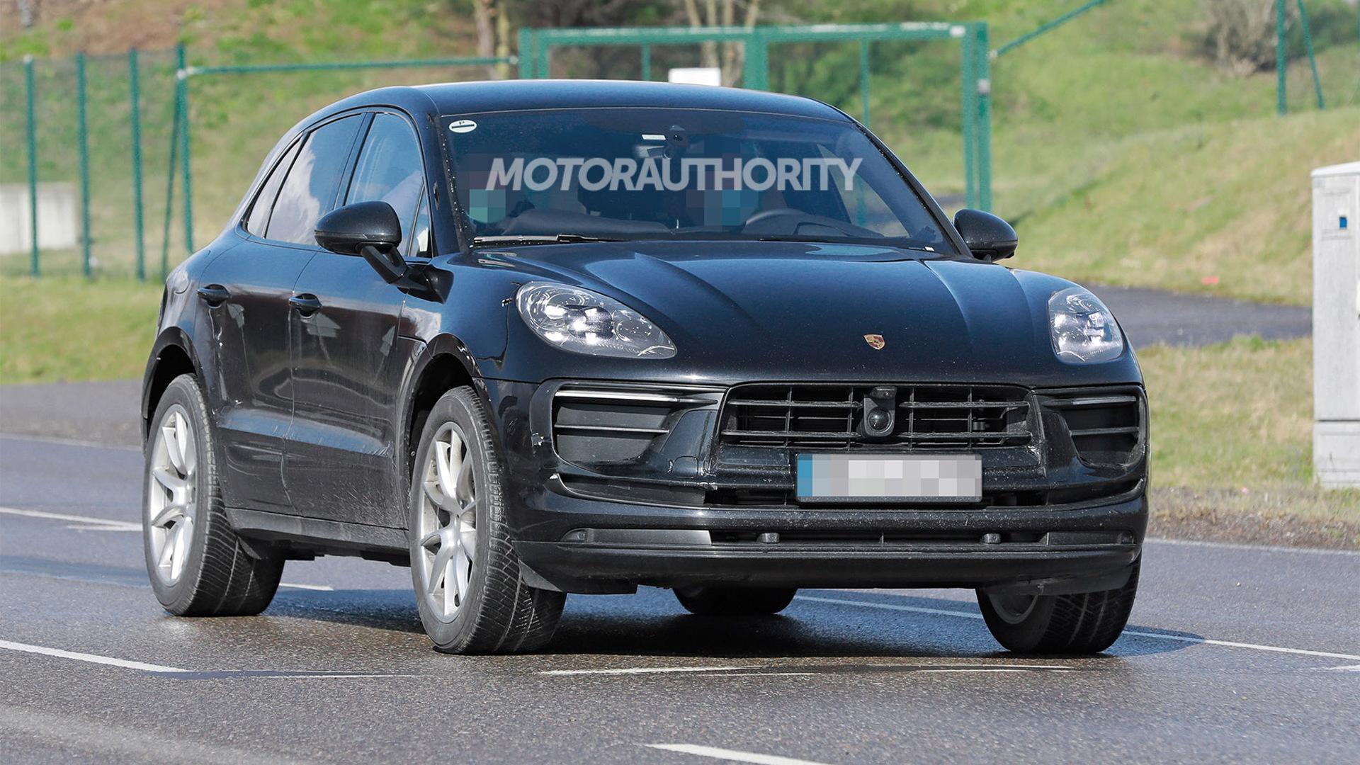 2022 Porsche Macan facelift spy shots - Photo credit:S. Baldauf/SB-Medien