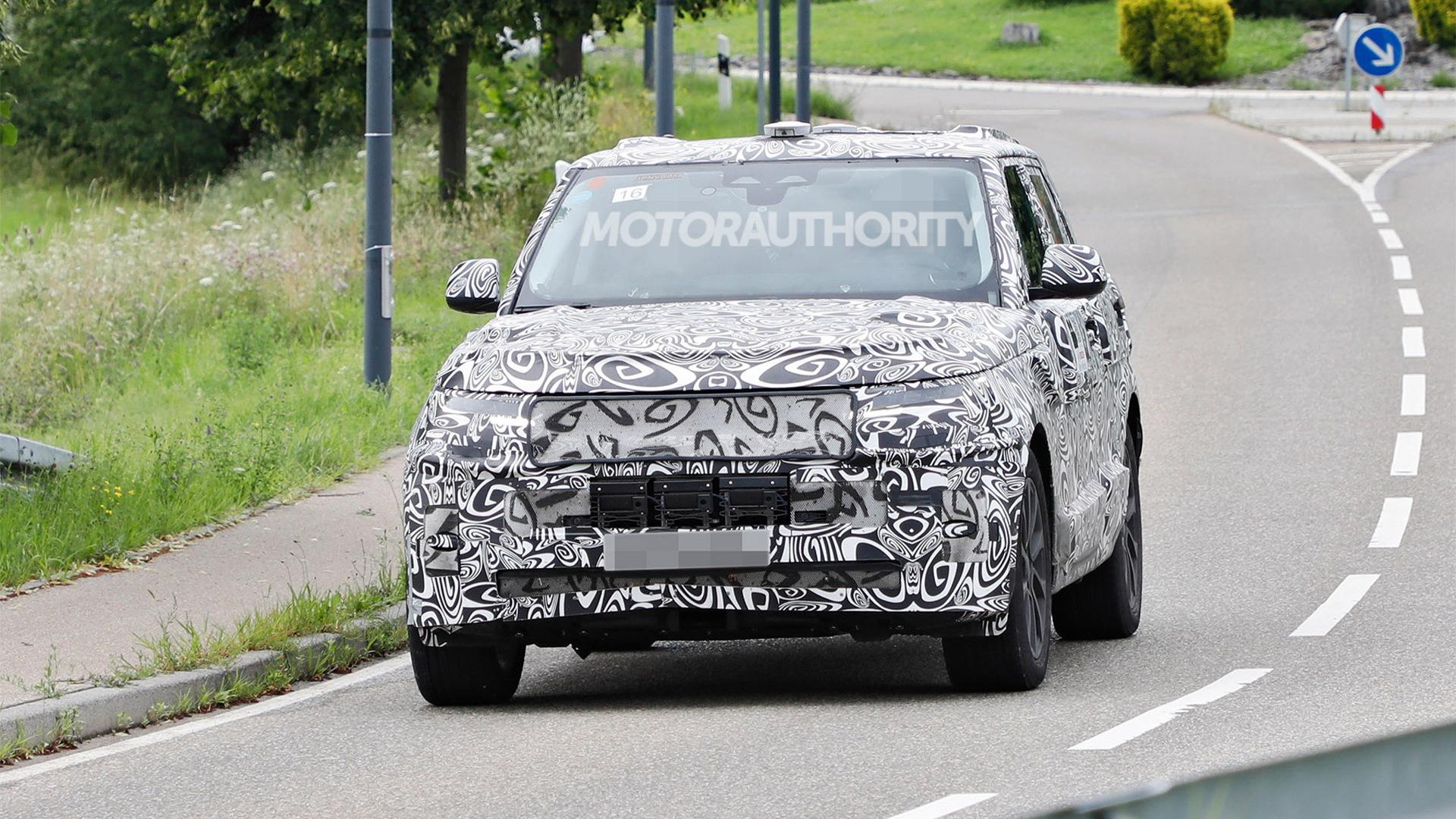 2024 Land Rover Range Rover Sport spy shots - Photo credit:S. Baldauf/SB-Medien