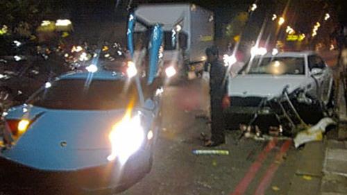 Lamborghini Murcielago crashes in London