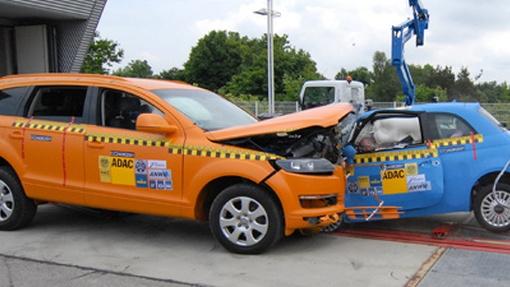 Video Audi Q7 Versus Fiat 500 Crash Test