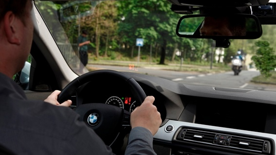 2011 BMW 5-Series Left Turn Assist