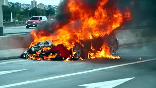 Ferrari 458 on fire in Brazil
