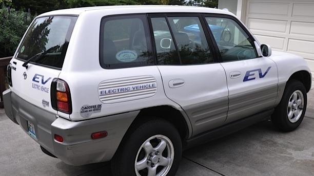 2002 Toyota RAV4 EV on eBay. Image: Plug In America
