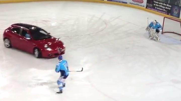 Alfa Romeo Giulietta plays ice hockey
