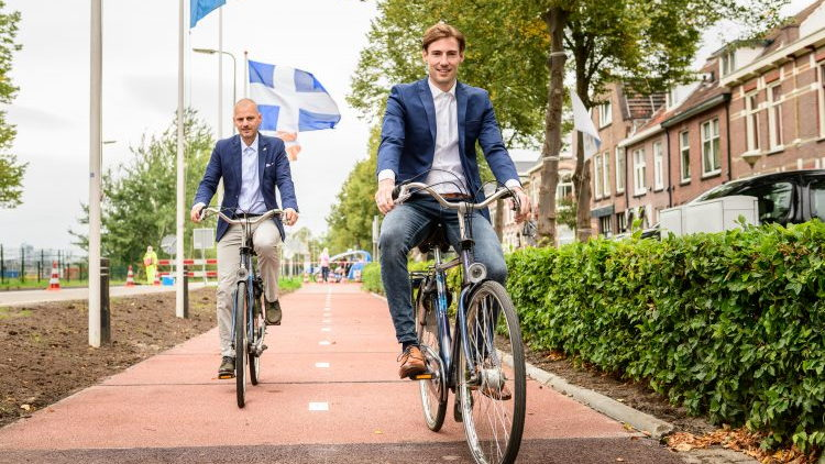 Dutch coalition PlasticRoad bike path