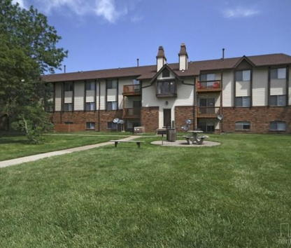 Reviews & Prices for Chateau Knoll Apartments, Bettendorf, IA
