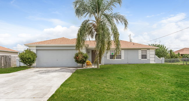 Image of 1641 SW Cameo Blvd in Port Saint Lucie, FL