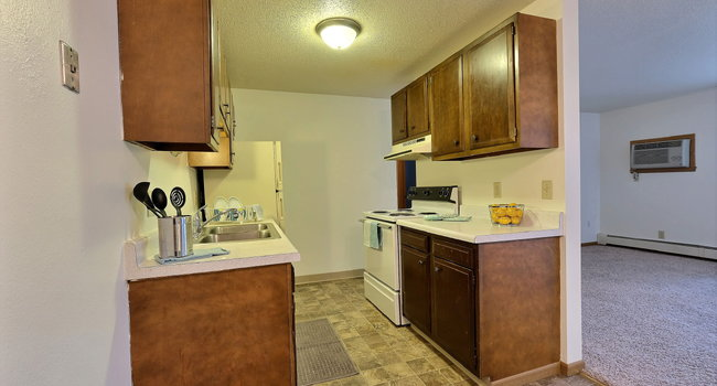 Saddlebrook Apartments | 2 Bedroom Plan B | Kitchen