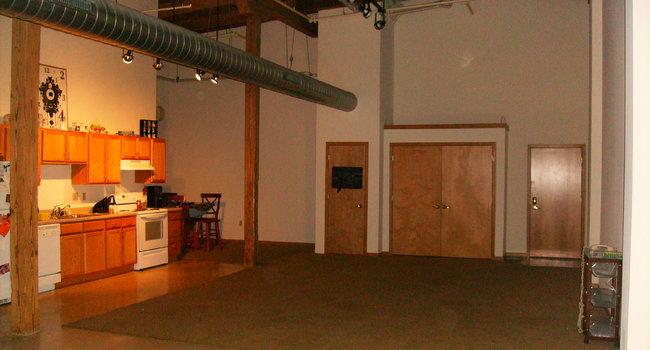Mitchell Wagon Factory Lofts - 41 Reviews | Racine, WI