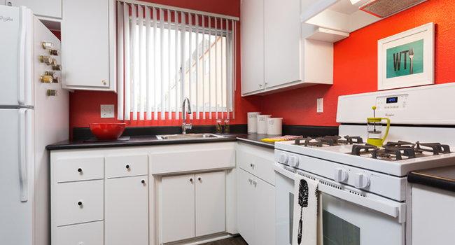 Ava Burbank 171 Reviews Burbank Ca Apartments For Rent Apartmentratings C